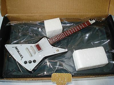 Miniature guitar, Metallica James Hetfield Gibson Explorer
