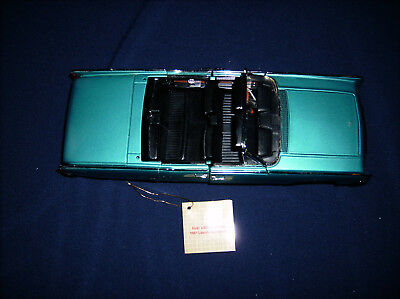 Franklin Mint Vicki's Limited Edition 1961 Lincoln Continental Die Cast with box