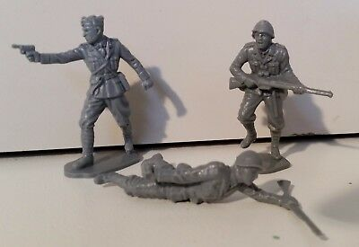 3 Airfix 1/32 WW2 Italian Army Infantry soldier figures VERY RARE FREE POSTAGE