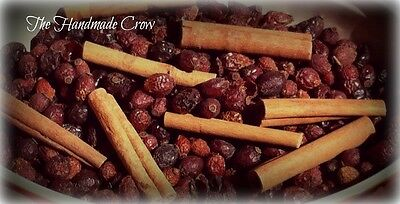 Primitive Scented Rose hips and cinnamon sticks