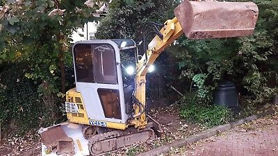 mini digger 2005 1.3T plus cab 4300hrs 13.5KW with 3 buckets