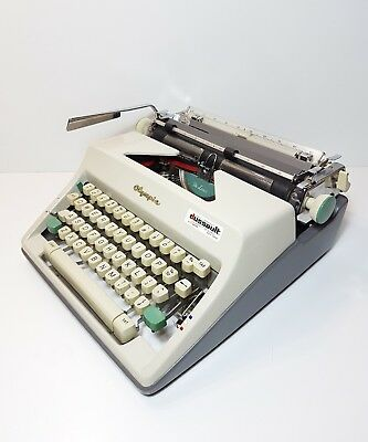 VINTAGE OLYMPIA DE LUXE SM9 TYPEWRITER West Germany