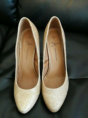 Ladies gold heeled shoes size 7