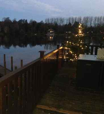 New Year Holiday accommodation Break lakeside jacuzzi 2018