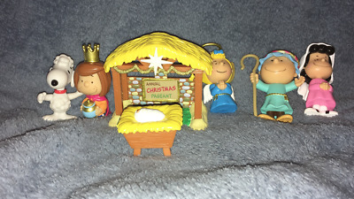Peanuts & Gang Nativity Set miniatures Christmas Pageant collectible toy manger