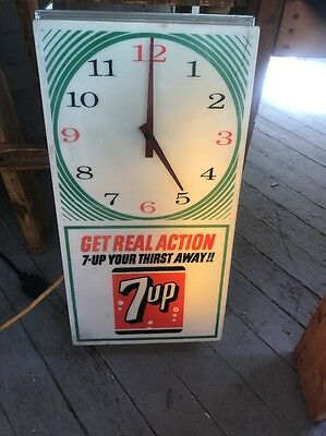 Beautiful 1950s Vintage Get Real Action 7 UP Your Thirst Away  Lighted Clock