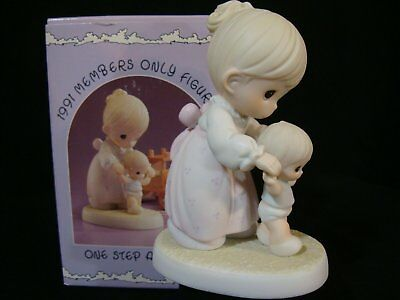 Precious Moments-Mom Teaches Baby To Walk-One Step At A Time-Members Only 1991