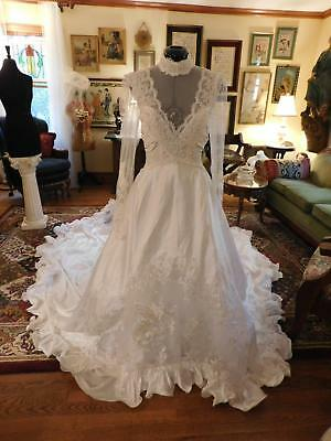 Stunning White Vintage Wedding Gown Lace & Ruched Bodice Cathedral Train Size 10