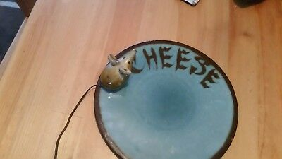 Colloctable vintage gurnsey potery  cheese plate with mouse