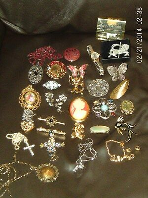 Mixed Job Lot Mainly Vintage Costume Jewellery Brooch Necklace Etc All Wearable