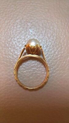 Beautiful & unusual 18ct yellow gold vintage pearl ring