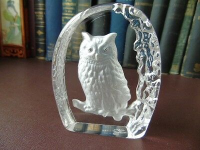 Vintage Wedgwood Art Glass Crystal Etched Eagle Owl Paperweight