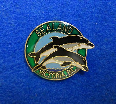 Vintage 1980s Sealand Animal Park Victoria BC Leaping Pair Dolphins Lapel Pin z3