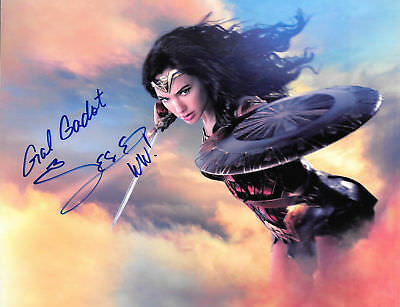 Gal Gadot Wonder Woman Autographed 8 X 10 Photo RP