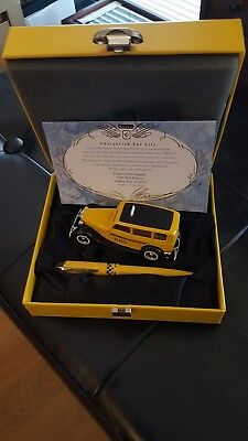 Wahl Eversharp Yellow Taxi Fountain Pen.14K.Gold B nib.1995 New Boxed.