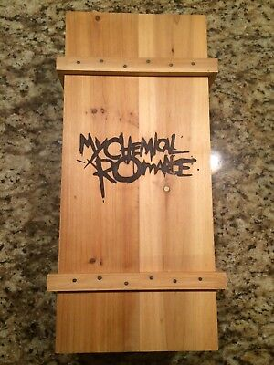 my chemical romance - the black parade is dead Limited Edition coffin box