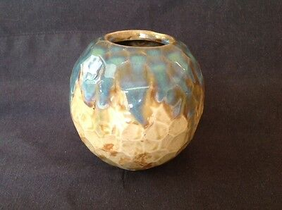 LOVELY 11cm TALL DRIP GLAZE HONEYCOMB VASE WITH ABSOLUTELY NO IDENTIFYING MARKS