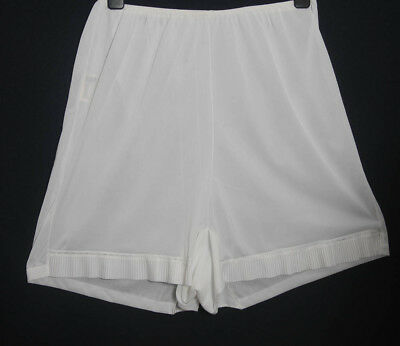 Vintage White Nylon Walker Ried Knickers Pantaloons Pleated Leg Large (1442)