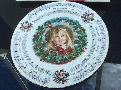 ROYAL DOULTON CHRISTMAS PLATE The holly and the ivory