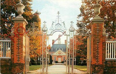 Picture Postcard; Williamsburg, Palace Gates