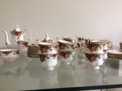 Royal Albert old country roses dinner setting