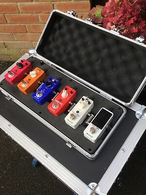 mooer pedal board with pedals