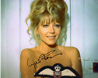 INGRID PITT - SIGNED PORTRAIT  (C 513) Certified The Wicker Man (sans brevet)