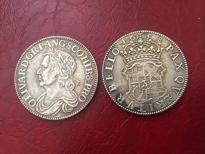 1658 Oliver Cromwell Half Crown coin souvenir exact size plus display stand