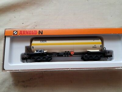 a model railway long 8 wheel tanker wagon in n gauge by Arnold boxed