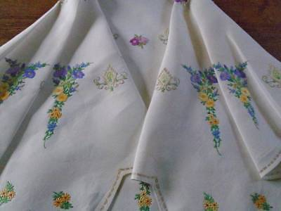 Beautiful Vintage Hand Embroidered Linen Tablecloth ~ Fabulous Floral Garlands ~