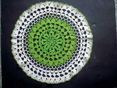 """Vintage hand 16"""" CROCHETED DOILY green and white"""