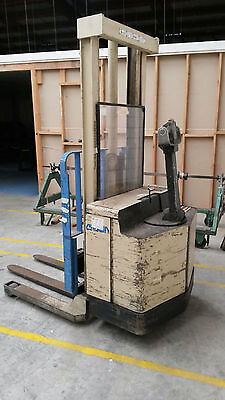 Crown Walkie Stacker Electric Forklift With Charger
