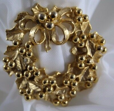 GORGEOUS! Vintage Gold Tone Brooch Pin Christmas Holly Leaf Brooch HEFTY