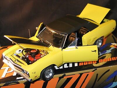 GMP 1970 PLYMOUTH ROADRUNNER CONVERTIBLE 1/18 1 of 2250 NEW IN BOX WITH TOP NICE