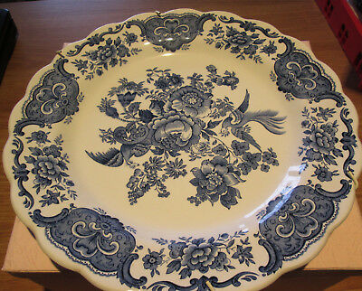 """Ridgway 'Windsor' Plate. Blue and White 10"""" with plate hanger attached."""