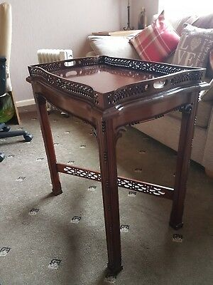 Antique mahogany Butlers coffee table with detachable serving tray