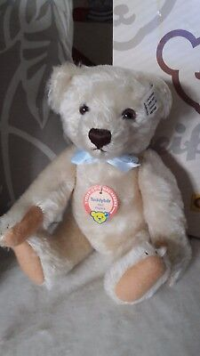 Limited Edition Steiff bear complete with certificate and box.