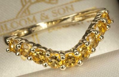 A SOLID 9ct YELLOW GOLD NATURAL CITRINE WISHBONE RING, SIZE L/M, HALLMARKED