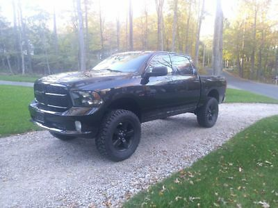 2016 Ram 1500 Express 7 inch Lift 37s Blackout Lifted Crew Cab Low miles RWD