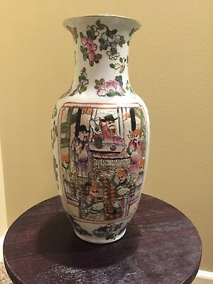 A Stunning C19 Chinese Famille Rose Vases With Scene of Warriors & Court Scene
