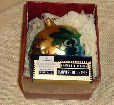 HALLMARK KEEPSAKE ORNAMENT ~ HARVEST of GRAPES ~ BLOWN GLASS ~ 1999 *NEW