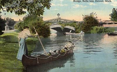 Detroit, Michigan - Woman getting into rowboat in Belle Isle - c1908