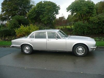 1975 Daimler Sovereign Series 2 4.2 LWB S2 Superb Low mileage Picnic Tables
