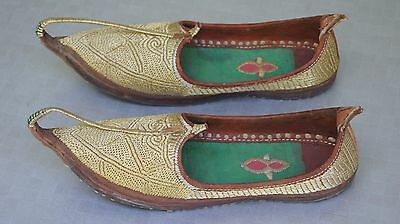 VINTAGE 1920-1940s INDIA PAKISTAN PUNJAB GOLD EMBROIDERED JUTTI CURL TOES SHOES