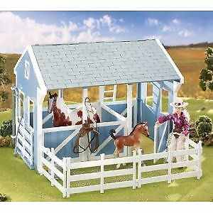 Classic Stable with Wash Stall - Collectible Horses by Breyer (699)