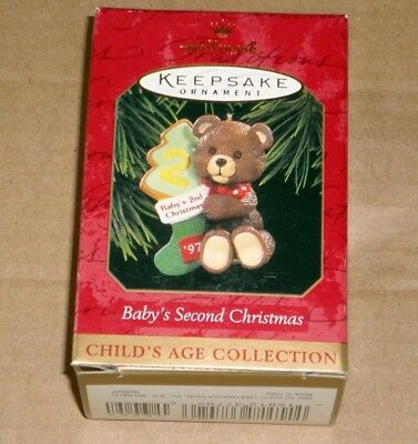 HALLMARK KEEPSAKE ORNAMENT ~ BABYS SECOND CHRISTMAS ~ BEAR w/ TREE ~ 1997 ~ NEW