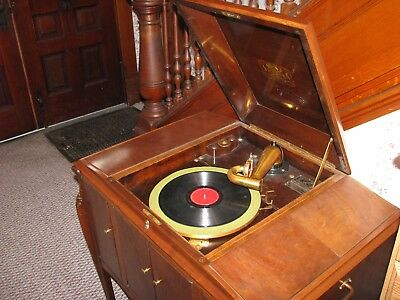 Victor Talking Machine (1922) Cabinet: Model VV 280 Victrola Phonograph