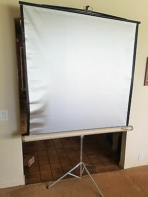 Vintage (Da-Lite ?) 48x48 Portable Projection Lenticular Silver Screen on Tripod