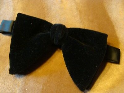 VINTAGE 1970's ERA SERRANO LARGE BLACK VELVET BOWTIE IN ORIGINAL BOX HIPSTER