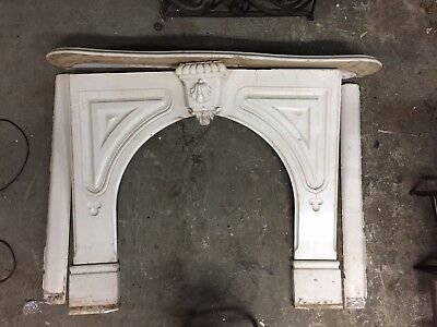 Late 19Th C. Victorian Carrara Marble Residential Mantle With Keystone